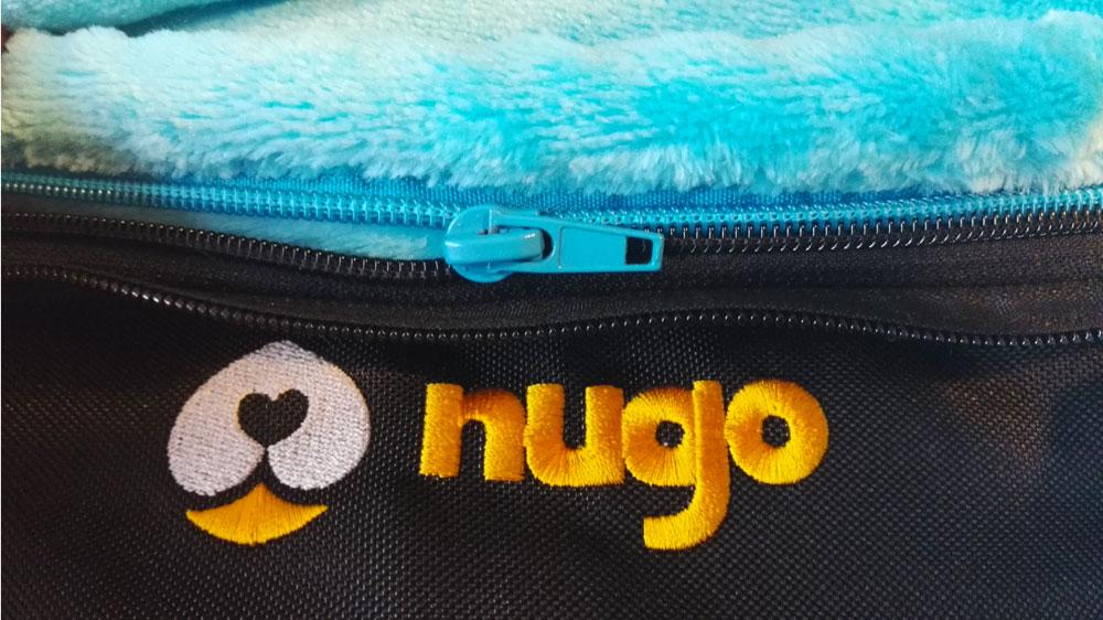 Detail odepínání kožíšku z Nugo tašky zipem