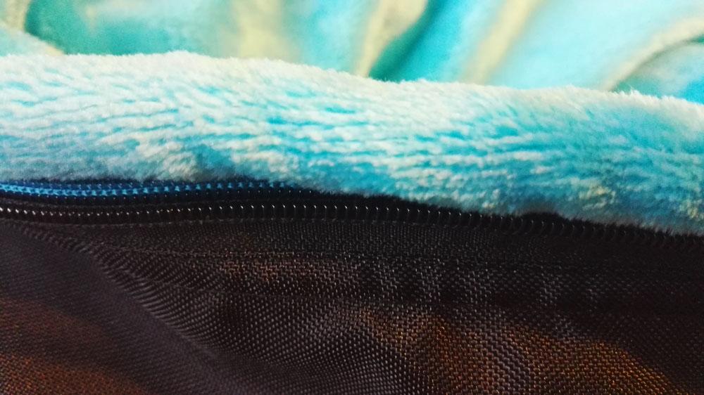 Ochranný lem proti zachycení chlupů do zipu