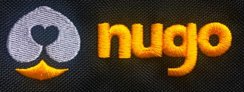 Originální vyšité logo na taškách pro psy