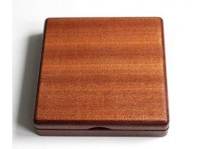 Dřevěná etue vhodná např. pro bronzové medaile Chrám sv. Víta od Šejnosty (1929). Průměr lože je 70 mm.