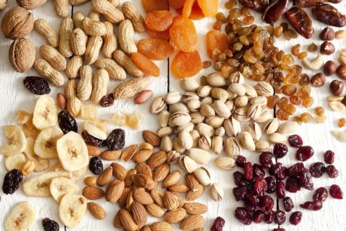 Zmesy orechov a ovocia