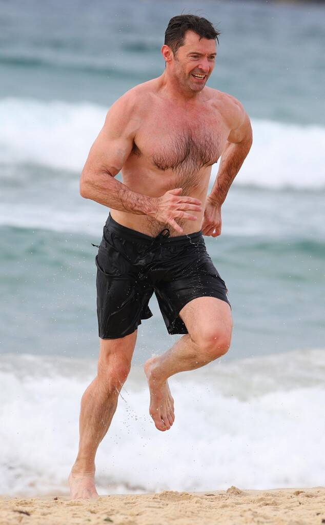 rs_634x1024-171221074439-634.Hugh-Jackman-Beach-JR-122117