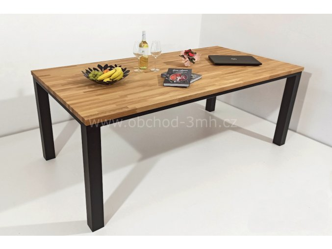 Jídelní stůl ECHT I8 - masivní dub