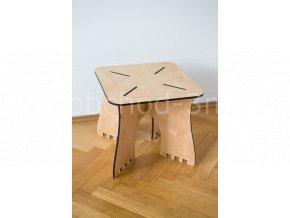 Dětský dřevěný stolek