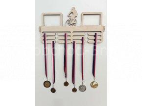 Věšák na medaile - dřevěný s fotorámečkem na 2 ks fotografií - cyklistika