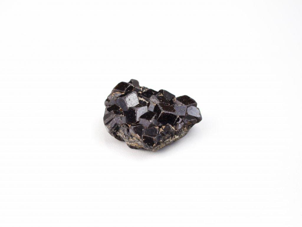 Granát surový - černý