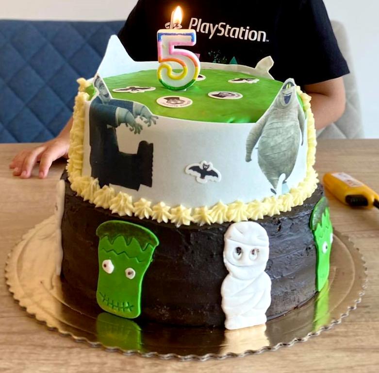 S. Figová - jedlé obrázky + vysekávané dekorácie z JO, zelená Funcakes hmota, sviečka