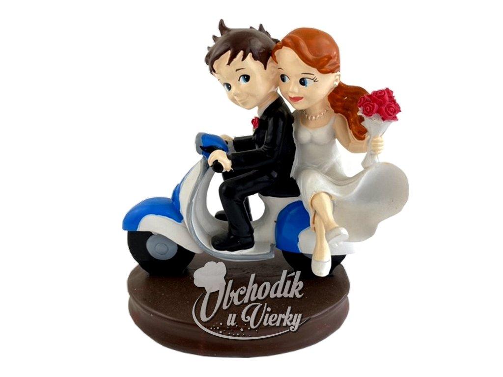 Svadobný pár na motorke