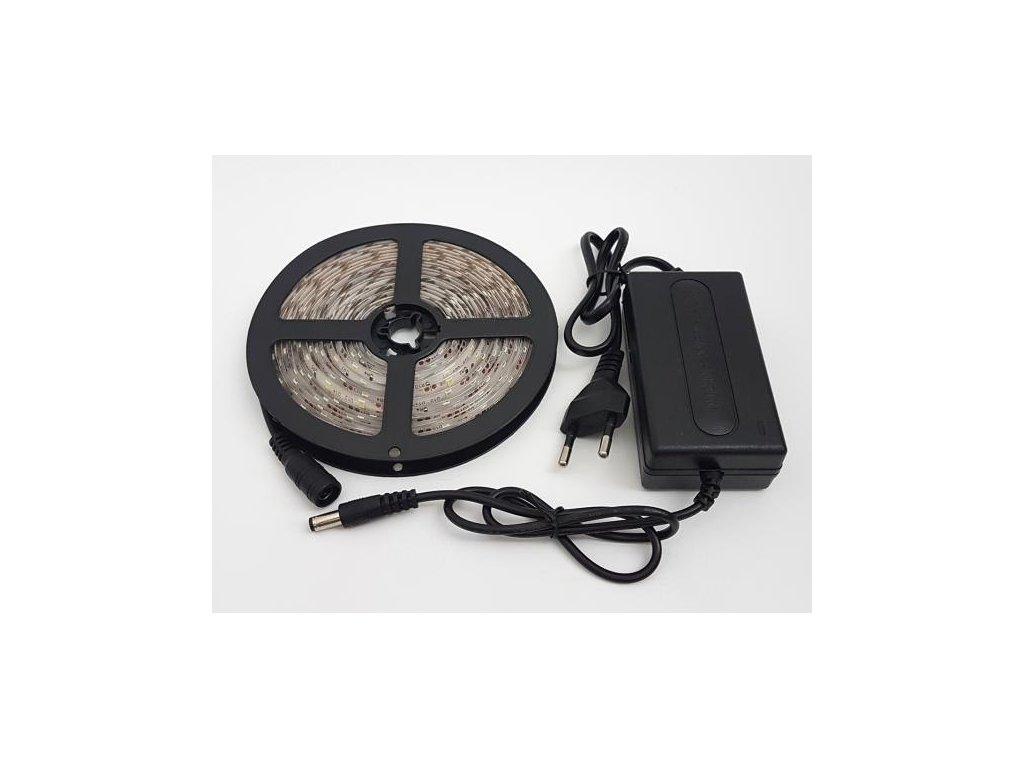 5m LED pásek s napájecím zdrojem 230V, svit bílá studená  LED KNM 5M-3528-B