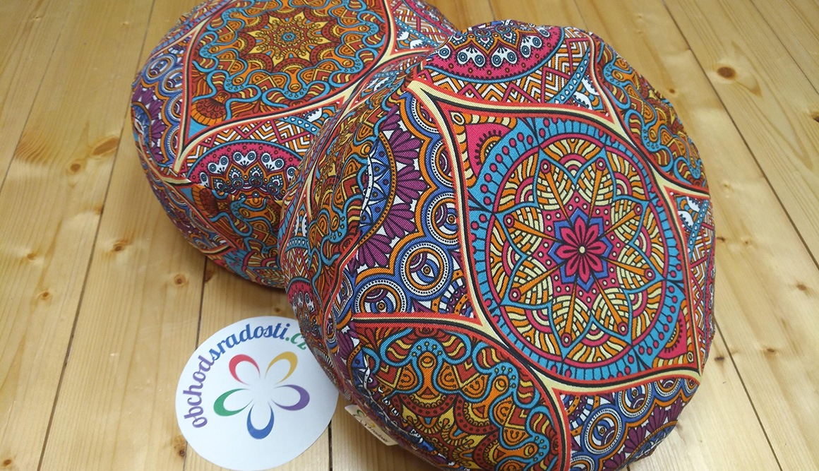 Meditační polštář s orientálním vzorem