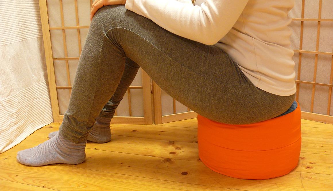 Meditační polštář zafu sezení - normální sezení jako na židli
