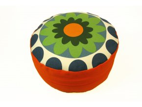 Meditani postar s kvetinou oranzovy