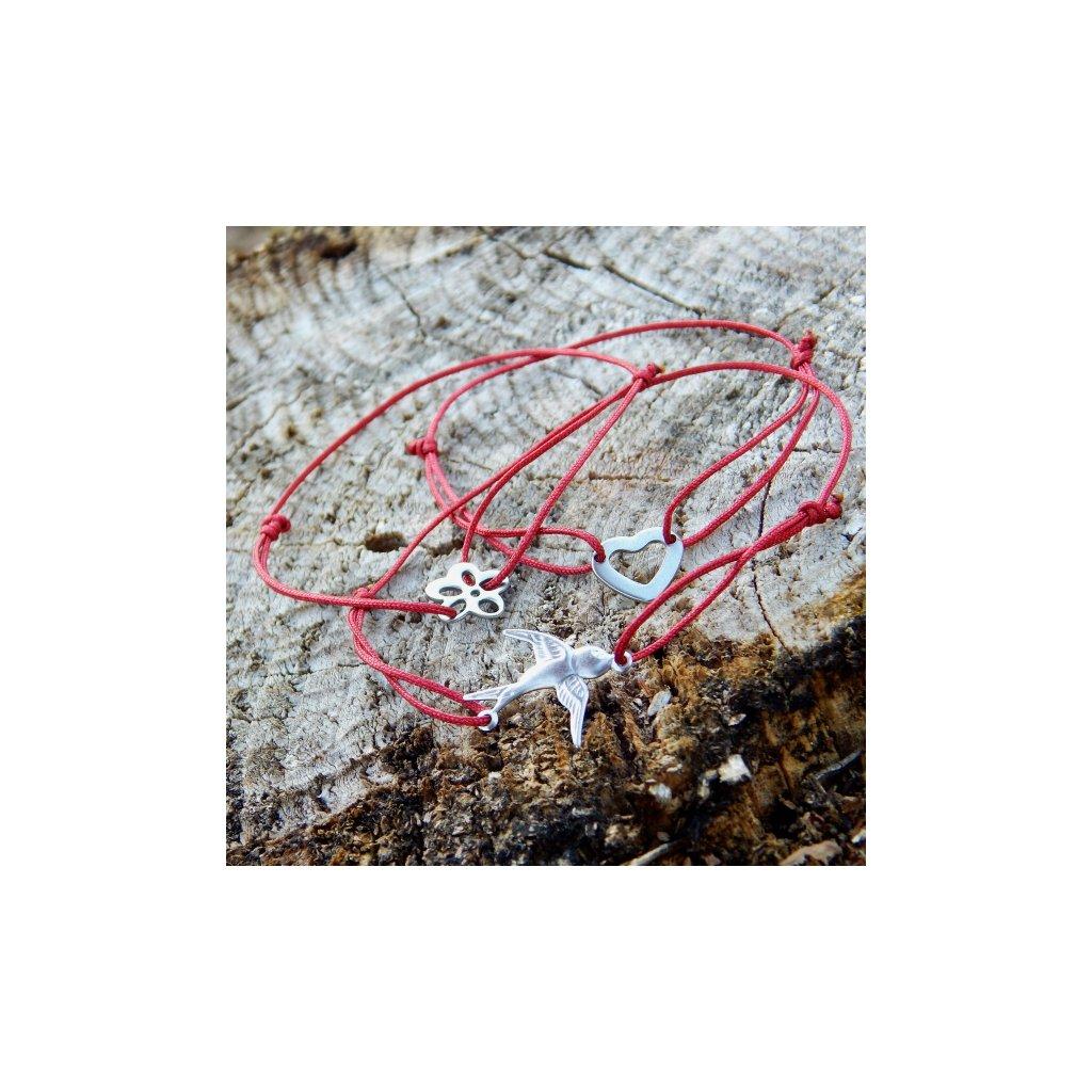 snurkovy naramek cervena snurka s privesky srdce kytka vlastovka obduro jewellery