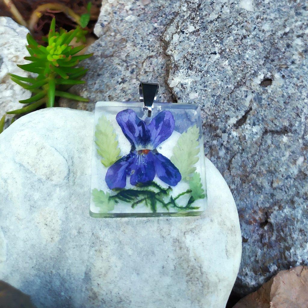Přívěsek violka, mech a kapradí ocel OD220010 přívěsek pravé květy Obduro jewellery