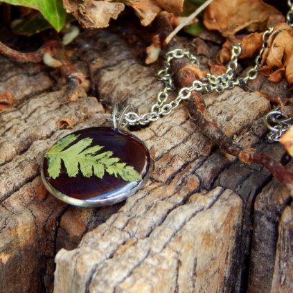 nahrdelnik pryskyrice prave kvety zelene kapradi obduro jewellery