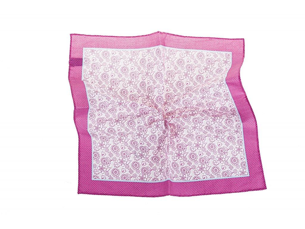Růžový kapesníček s květy a okrajem