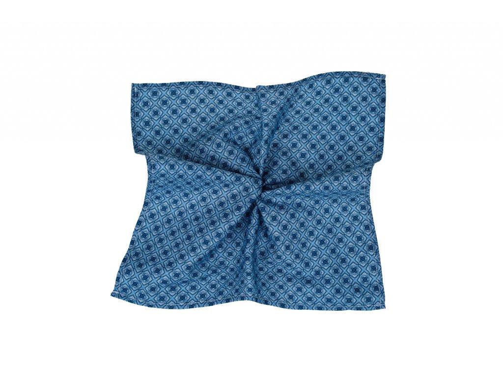 Modrý kapesníček s tmavě modrým vzorem