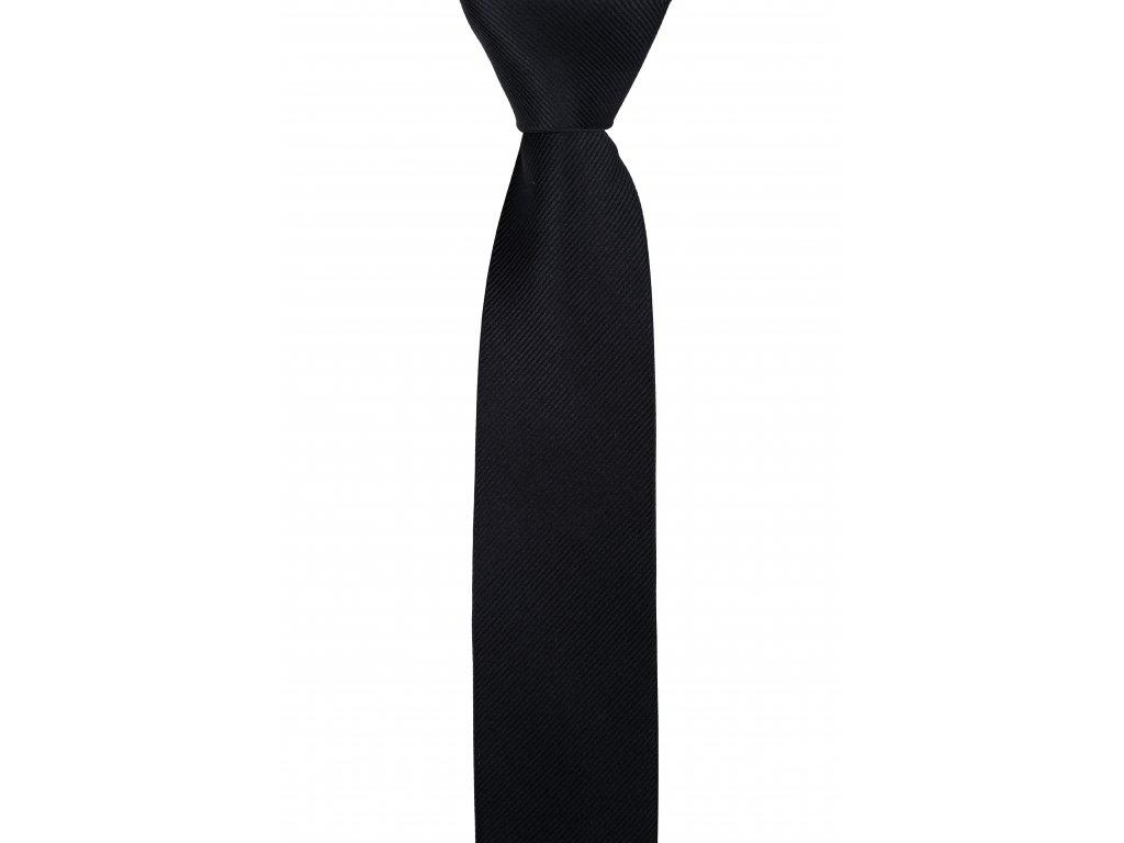 Černá kravata s hrubší šikmou linií
