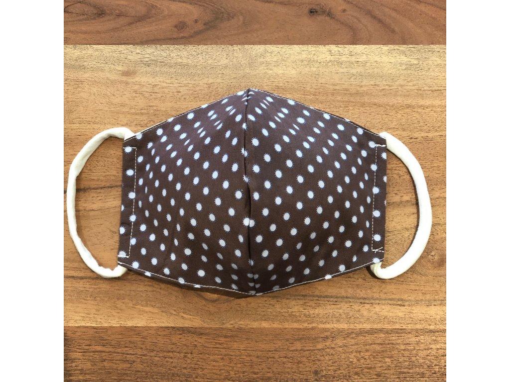 Tvarovaná bavlněná rouška hnědá s šedými puntíky