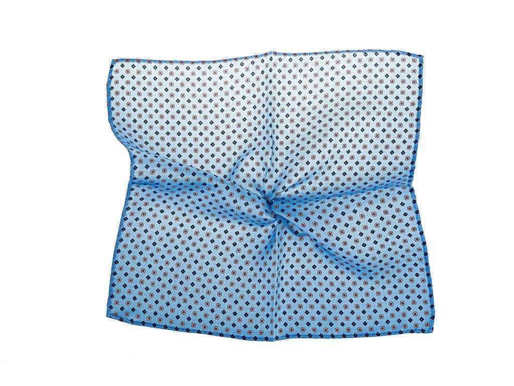 Světle modrý kapesníček s květy