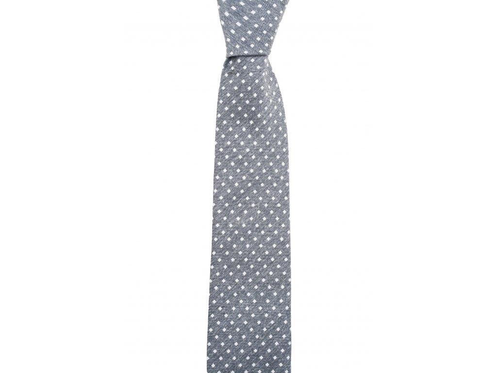 Šedá kravata s bílými čtverečky