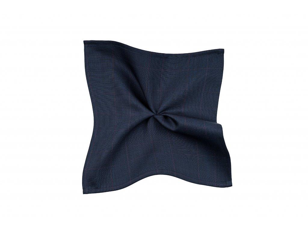 Tmavě modrý kapesníček s bordó kárem