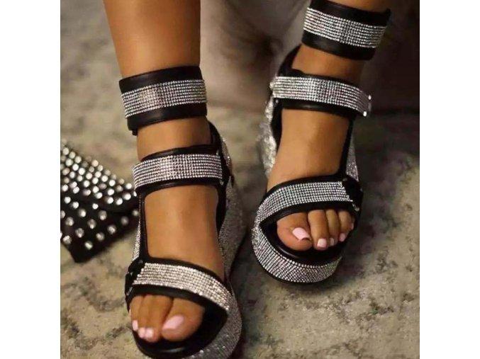 tip - Dámské letní pantofle na třpytivé platformě zdobené páskami