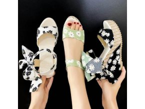 Dámské letní sandály na klínku s potiskem kopretin