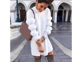 Dámské zimní šaty s kožešinkou na rukávech