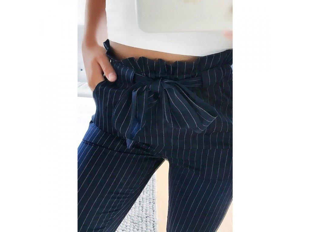 b1979d42b397 Dámske capri nohavice s mašľou - modré - OBLECSITO.SK
