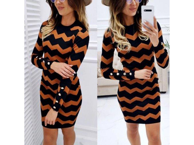 Jesenné pletené šaty s asymetrickými vzormi
