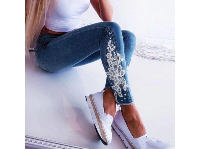 Dámske skinny džínsy s detailom čipky