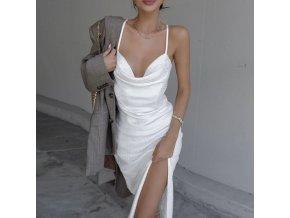 Elegantné biele saténové šaty s hlbokým výstrihom