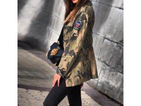 Jesenné maskáčová bunda s vreckami zdobená cvočkami