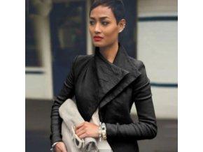 Dámska jarná elegantná bunda s klopy v čiernej farbe
