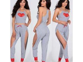 Dámske sexy pyžamo v šedej farbe so srdiečkami s průstřižky na klahoty