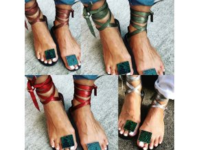Dámske letné sandále na zaväzovanie s ozdobou medzi palcom