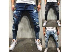 Luxusné pánske džínsy s našitými znakmi