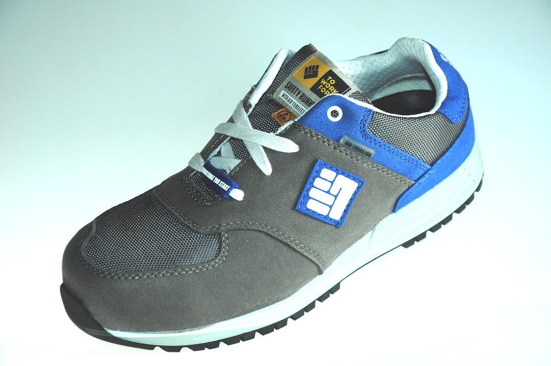 Prečo si zaobstarať pracovnú obuv?
