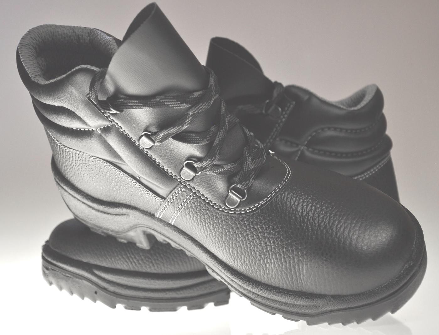 Ako nájsť tu správnu pracovnú obuv?