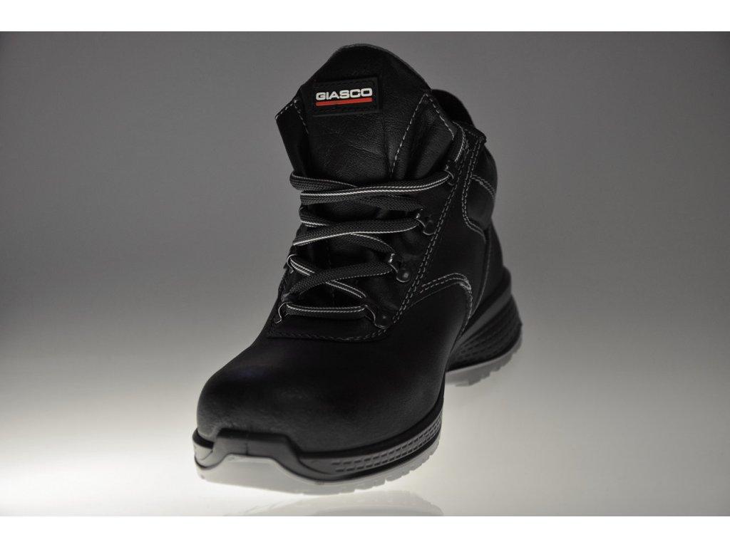 85e21caf2adc Pracovná obuv bez oceľovej špičky LUTON O3 FO K7068DC · pracovna obuv  GIASCO s pohľadom na špičku obuvi ...
