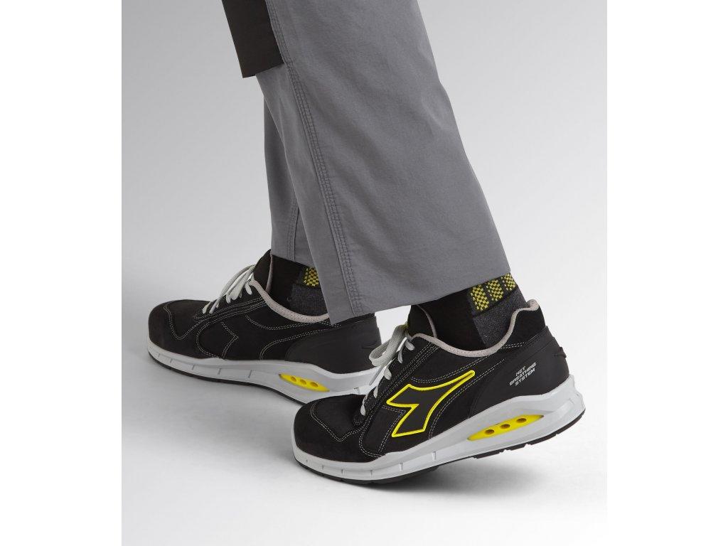 cc4ae378211e1 ... bezpečnostná obuv S1P športového vzhľadu Diadora Glove low 3 ...