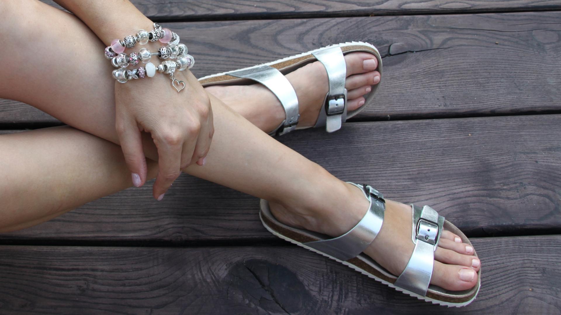 módní zdravotní pantofle