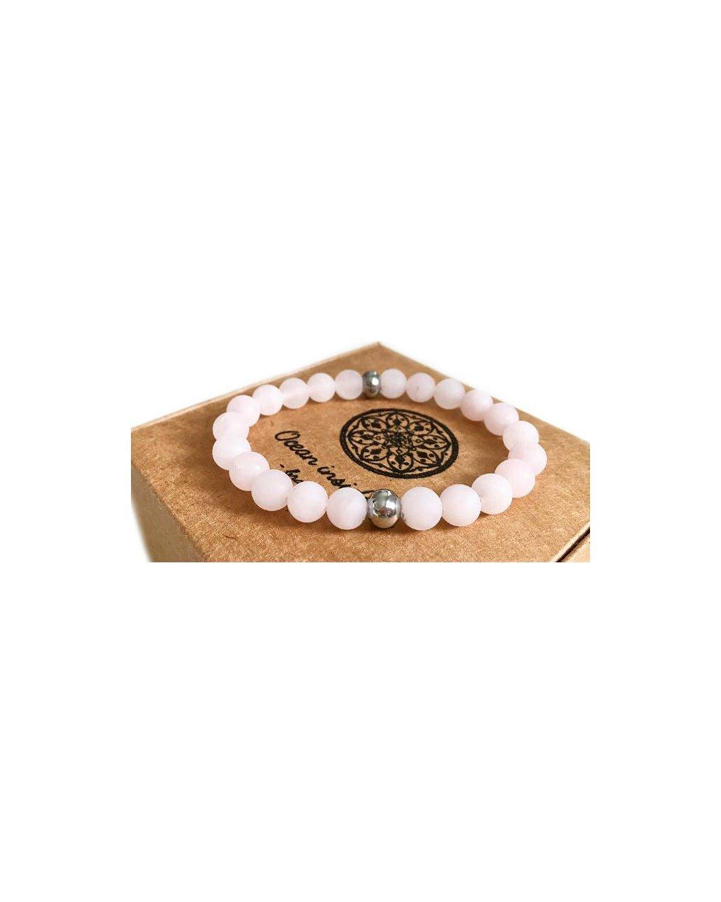 Náramek z minerálu jemný, matný růženín se stříbrnými korálky