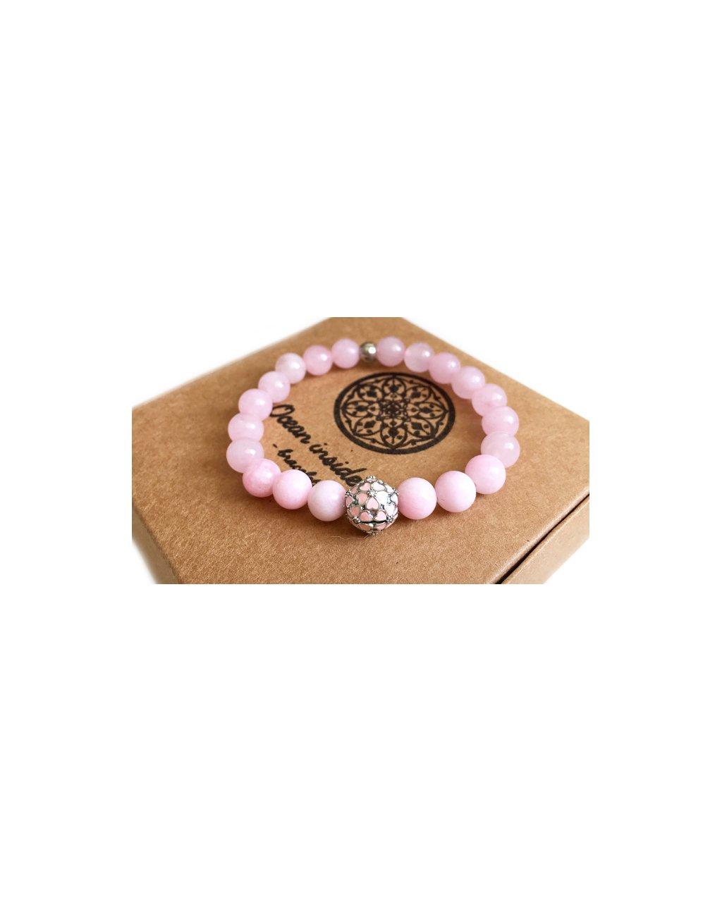 Náramek z minerálů růženín s luxusním korálkem - síla lásky a květiny