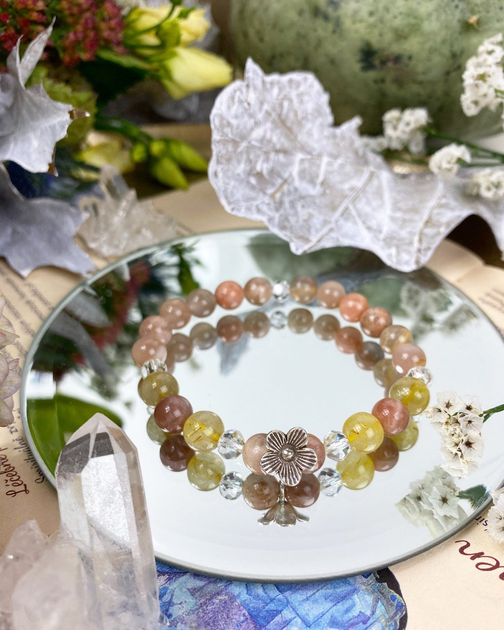 Náramek z minerálů sluneční kámen, citrín a kytička