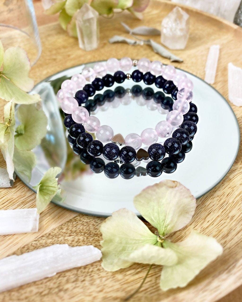 Náramek pro páry se srdíčky, růženínem a lapis lazuli