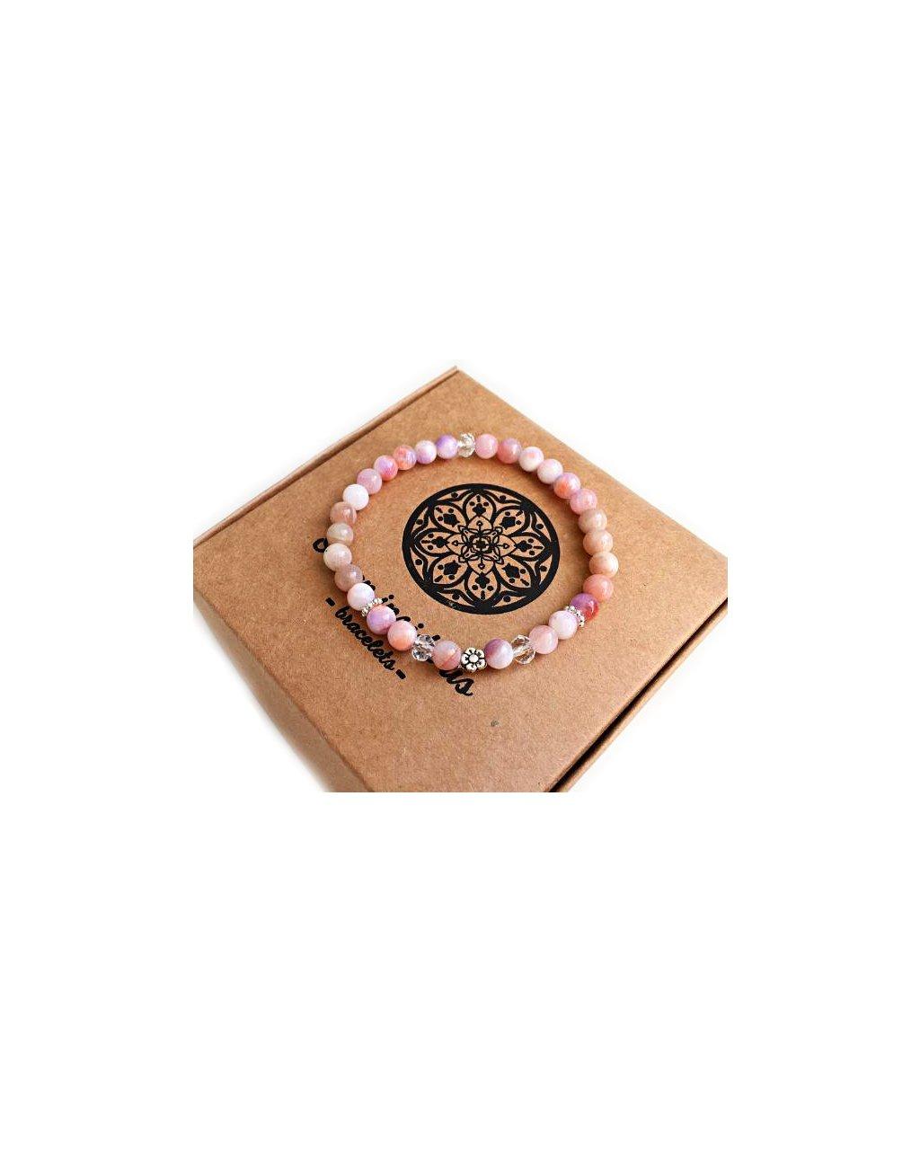 Náramek z minerálů růžový achát, sluneční kámen a jemná květinka