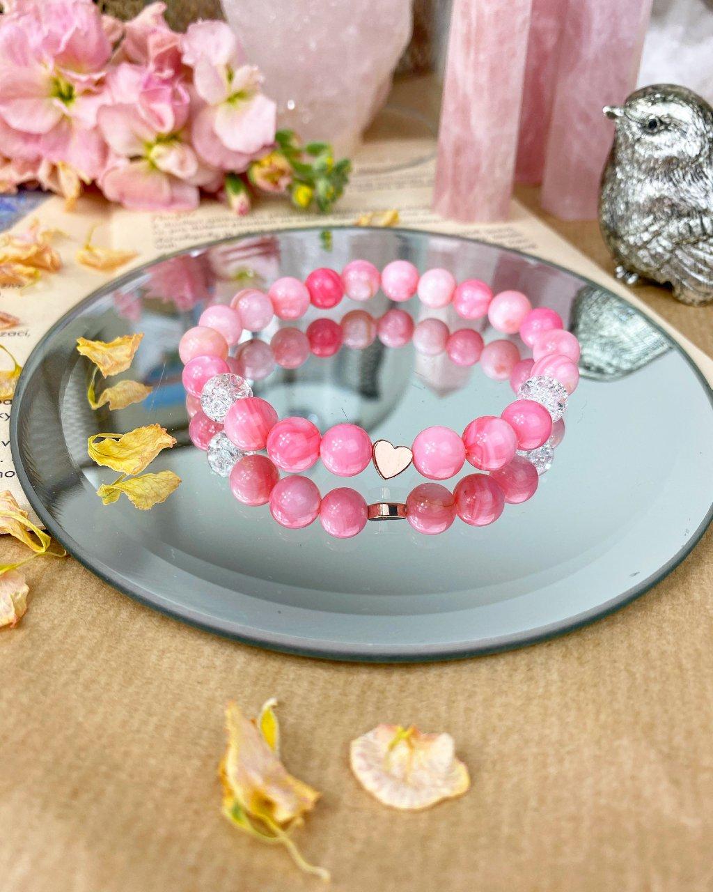 Náramek z minerálů jadeit růžový, praskaný křišťál a srdíčko