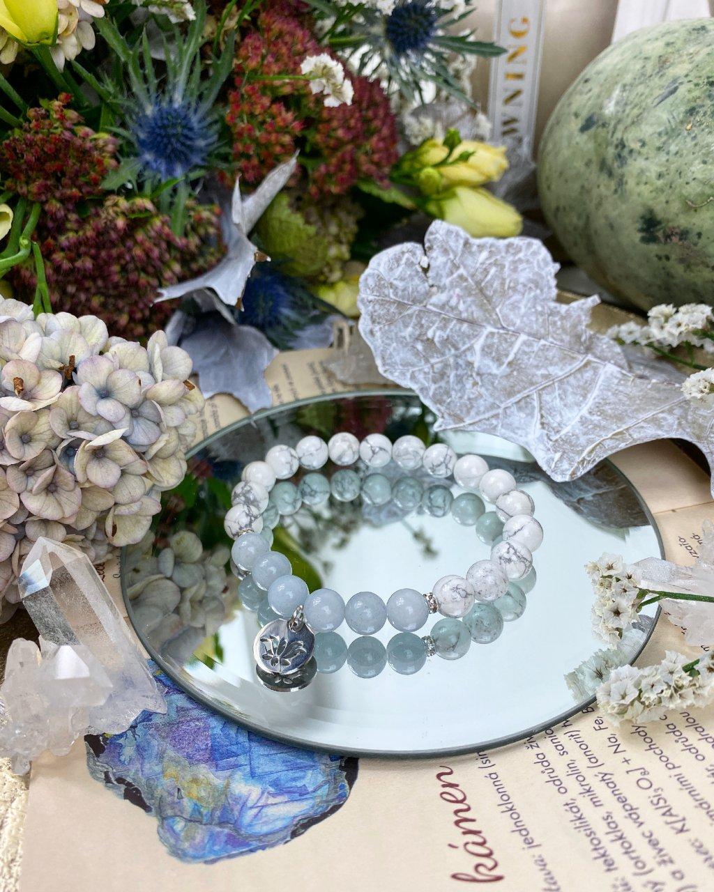 Náramek z minerálů howlit, jadeit modrý a lotos